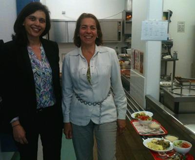 Avec Patricia Peterson-Fontenay, à la cantine de l'école Montessori de Joinville.