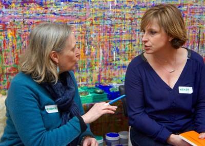 Laurence, éducatrice de jeunes enfants (EJE), formée au Geste de peindre et Wendy, au démarrage de son projet.