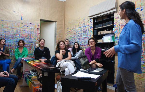 Une réunion entre Sandrine Sananès et des parents.