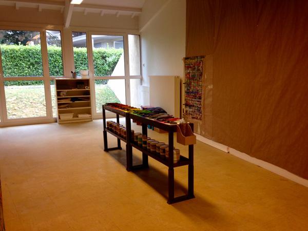 L'atelier de peinture de l'école Montessori est né