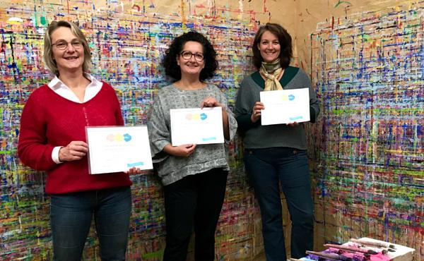 Reconversion: 3 femmes peuvent créer leur atelier de peinture